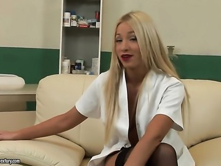Blonde pornstars is giving an interview