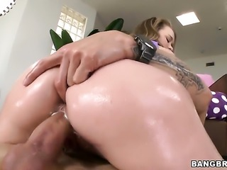 Madison Chandler with bubbly booty enjoys guys throbbing tool deep inside her fuck hole