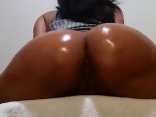 Nude Oiled Ass Twerk