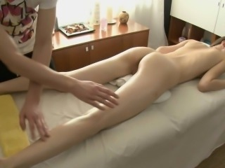 Beauty acquires her shaved cunt ravished by masseur