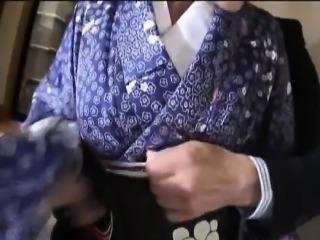 NAughty Asian babe Suzuki Chao loses kimono before sucking