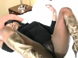 Pretty face black tranny sticks beer bottle in her huge ass