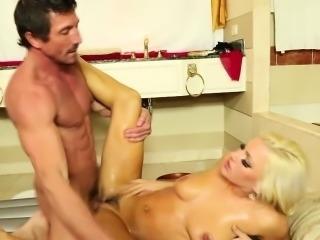 Stunning masseuse spunked