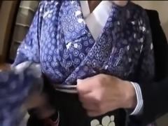 NAughty Asian babe Suzuki Chao loses kimono before sucking