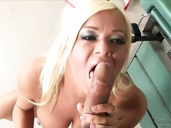 Crista Moore shows oral sex tricks to Sergio with passion and desire
