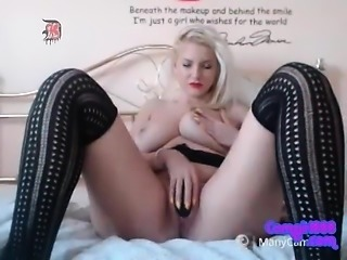 A blonde playing for big tits and creapie pussy live