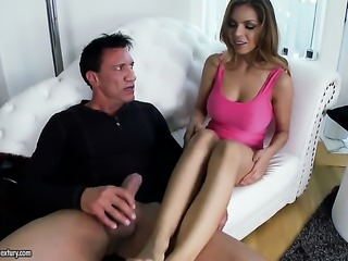Brunette chicana Yurizan Beltran does oral job for hot fuck buddy to enjoy
