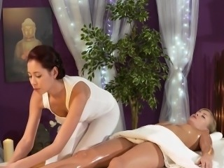 Asian masseuse love lesbian pussy