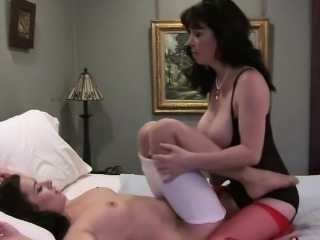 Ardent lesbians enjoy clit licking until cumming