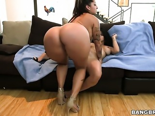 Brunette latin Diamond Kitty with juicy breasts gagging on dudes sturdy rod
