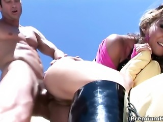 Keeani Lei sucks like theres no tomorrow in steamy oral action with hard...