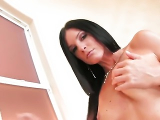 India Summers bares it all and then masturbates in closeup