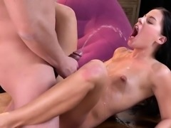 Kissable chick is geeting peed on and squirts wet crack