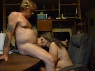 i love sucking off my mans cock  cum in my mouth ! mmmmmm!