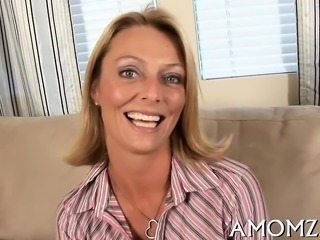 Pussy of mature playgirl gets incredible cock insertions