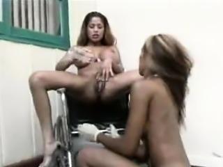 Ebony lesbian creamy squirt in mouth