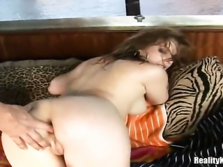 Blonde with round booty and hairless muff puts her luscious lips on guys...