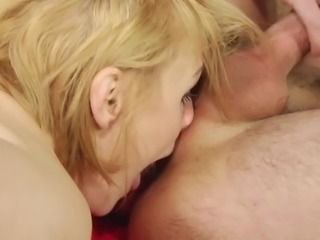 Russian MILF Elena Loves Rimming