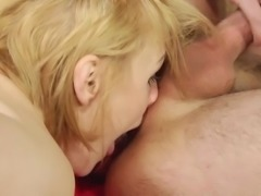 Russian MILF Elena Loves Rimming