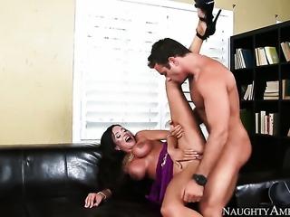Mature Ariella Ferrera shows her slutty side in cumshot action