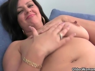 Big boobed soccer mom Abigale rubs one out