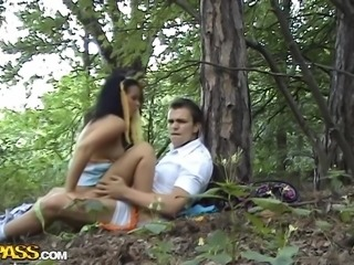 Everyone says that outdoor sex is intense, but an intimate encounter in a forest under a shady tree is even better. Krystinka without a second thought spreadeagled her legs, when her BF Jan, asked her to do so. She was clinging to the tree, while her partner penetrated her from behind.