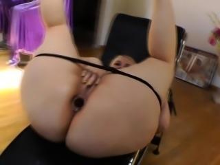 Huge butt ho anally toyed
