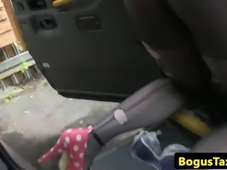 Throating taxi brit squirts after analfucking and gets cumsprayed on pussy