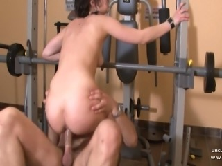 Young amateur french slut analyzed and facialized at gym