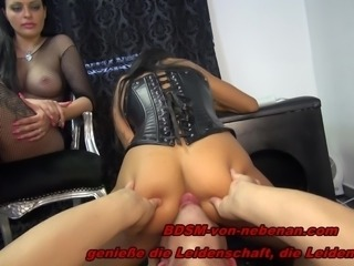 BDSM TEENS - Trampling und Facesitting am echten User