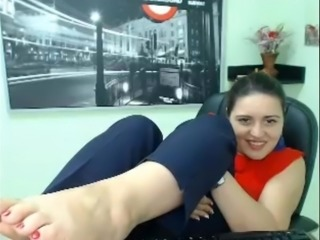 NERD GIRL CAM FEET IN FACE - NO SOUND