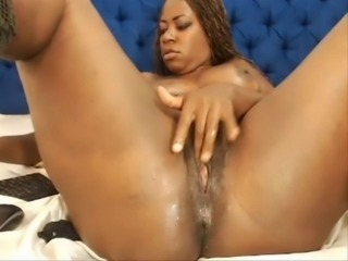 Fat black colombian milf is fingering her wet & pink cunt