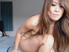 Hot Ass Asian Chick Teasing and Shaking