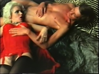 Blonde cougar has sex with gigolo - vintage