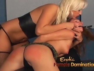 Attractive bombshell Nikki Hunter has fun with a hot babes