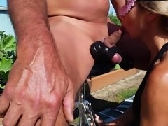 WIFEY BLOWJOB OUTSIDE THEN SNOWBALL'S HUBBY