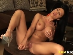 Lovely Samanta has very interesting ways of masturbating
