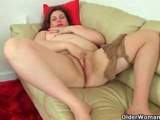 BBW milfs Vintage Fox and Jayne Storm from the UK wear nylon tights and no...