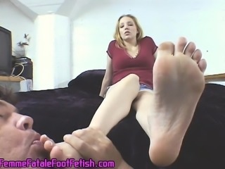 Blonde hottie Sara Liz lets this eager man clean her dirty feet