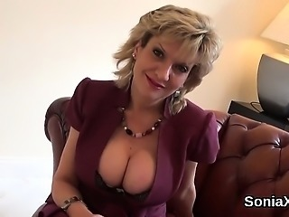 Cheating uk mature lady sonia showcases her massive boobs