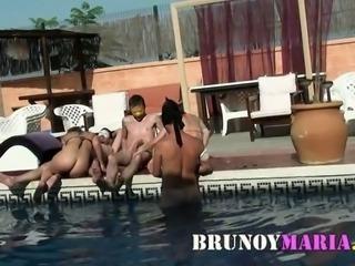 brunoymaria orgia swinger en la piscina