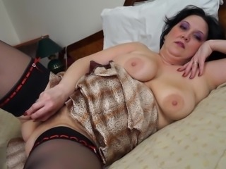 Chubby black-haired lady lies down and plays with her tunnel