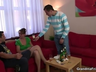 Two guys enjoy fucking hot mom
