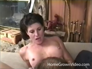 Mature chick allows the guy to give a good spooning to her slit