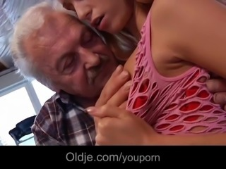 Porn casting for an old man fucking young hot Erica Fontes