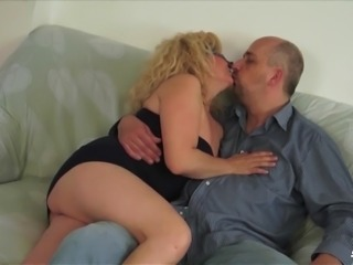 Scambisti Maturi - Dirty Porca Porca masturbates with vibrator while giving BJ in Italy
