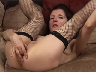 High heeled mature beauty in fishnets fucks a dildo