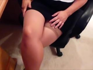 Secretary nylon handjob