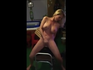 Sexy MILF tries out a sybian