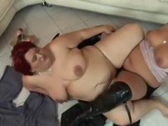 Curvy tatttoed babe in knee high boots gets fingered by redheaded BBW